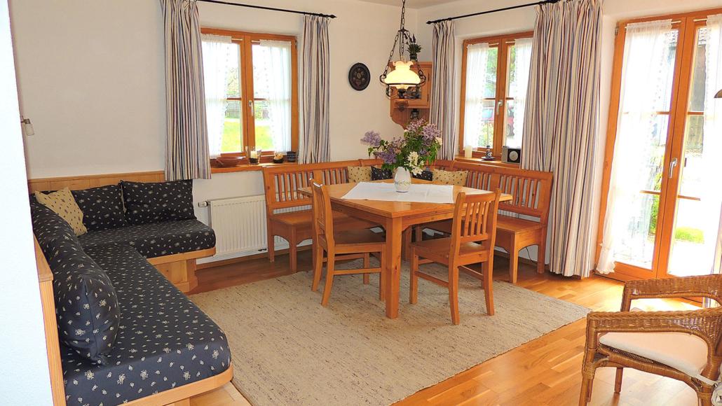 Ferienwohnung Löwenzahn – Wohnraum mit Sitzecke